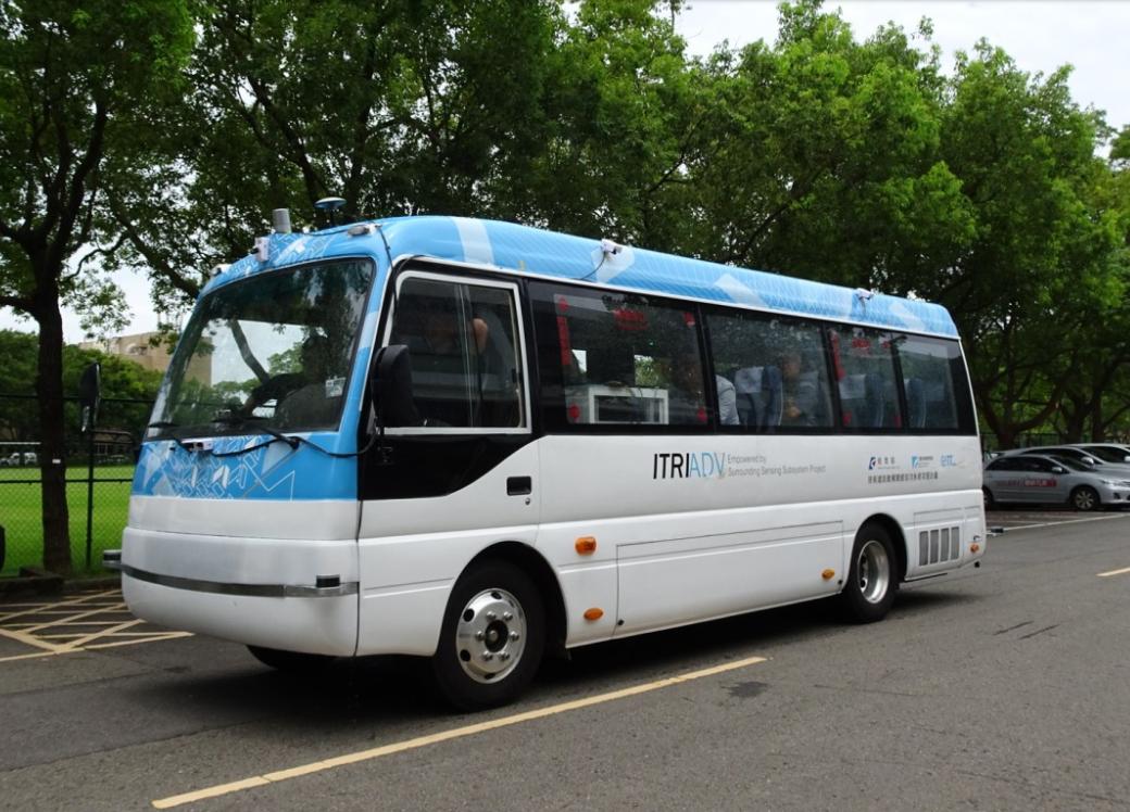 工研院研發的無人駕駛巴士。圖/交通局提供