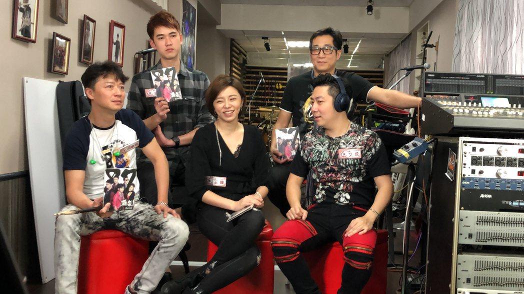 「87樂團」上直播節目  圖/民視提供