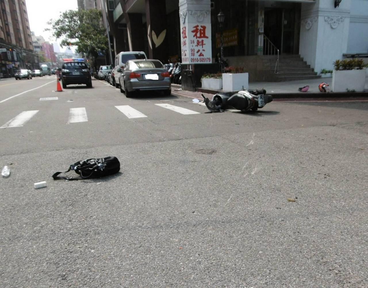 台中市李姓女子今天下午酒駕騎車,行經西屯區寧夏路、漢口路時左轉未禮讓直行車,撞傷...