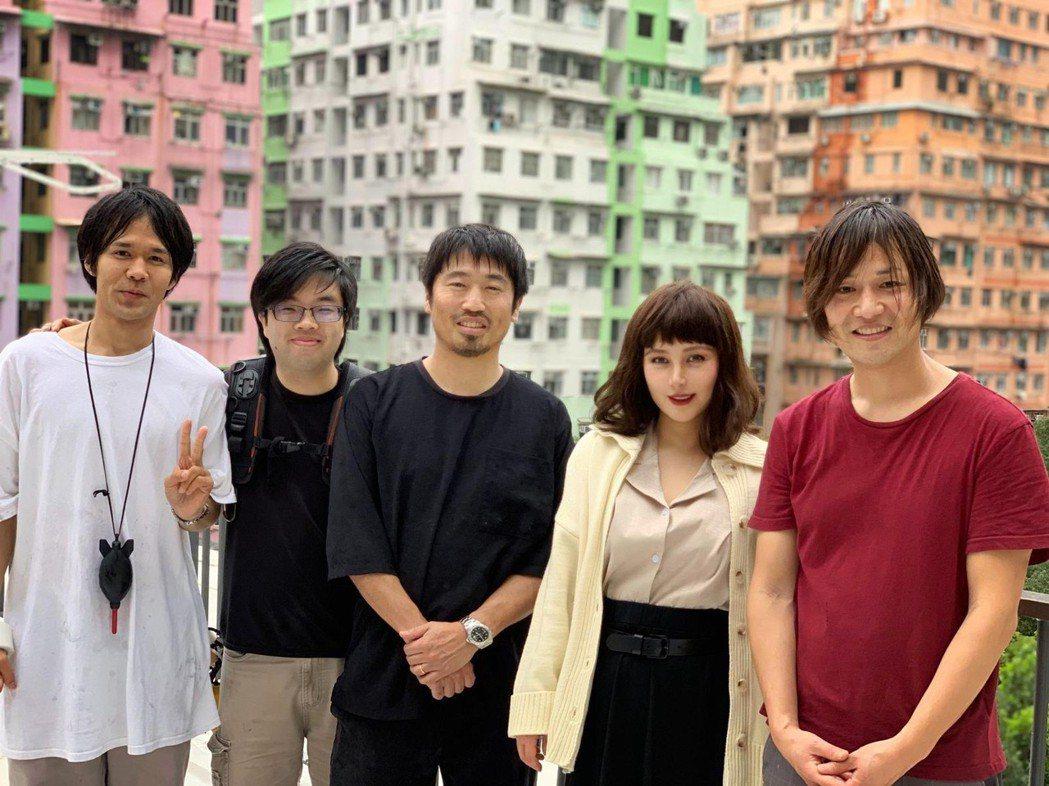 何超儀(右二)和日本導演曽根剛合作新片。圖/Drill Team 162 Ltd...