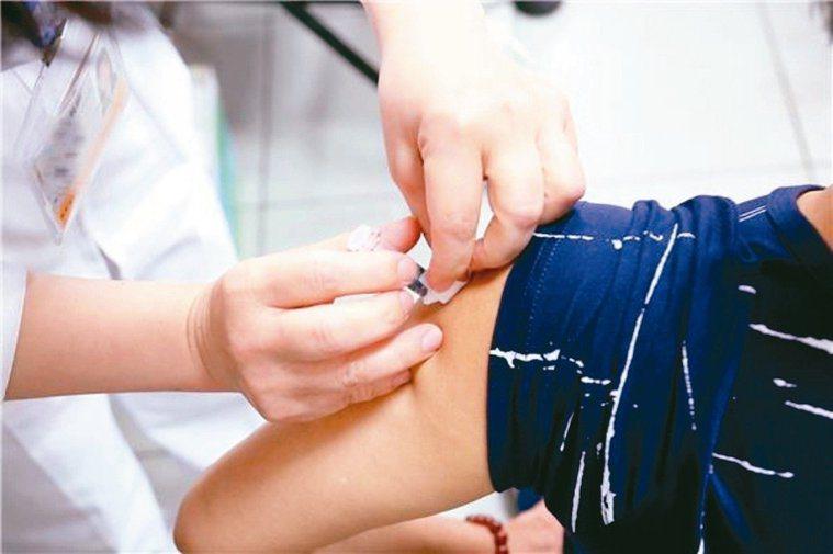 疾管署呼籲,過去未感染過麻疹或未接種過麻疹疫苗者,若要前往流行地區,應提前接種疫...