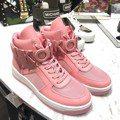 MK首度推出高筒運動鞋 粉紅色這雙真的很可以