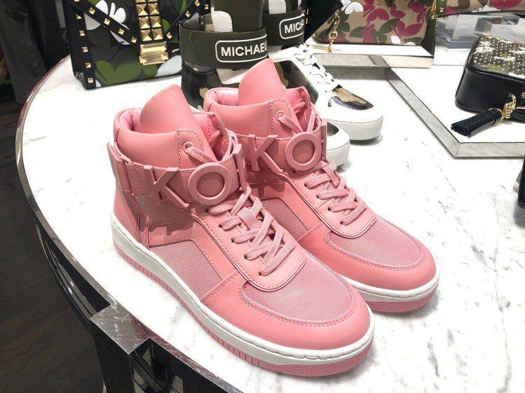 粉紅色高筒運動鞋,售價10,100元。圖/MICHAEL KORS提供