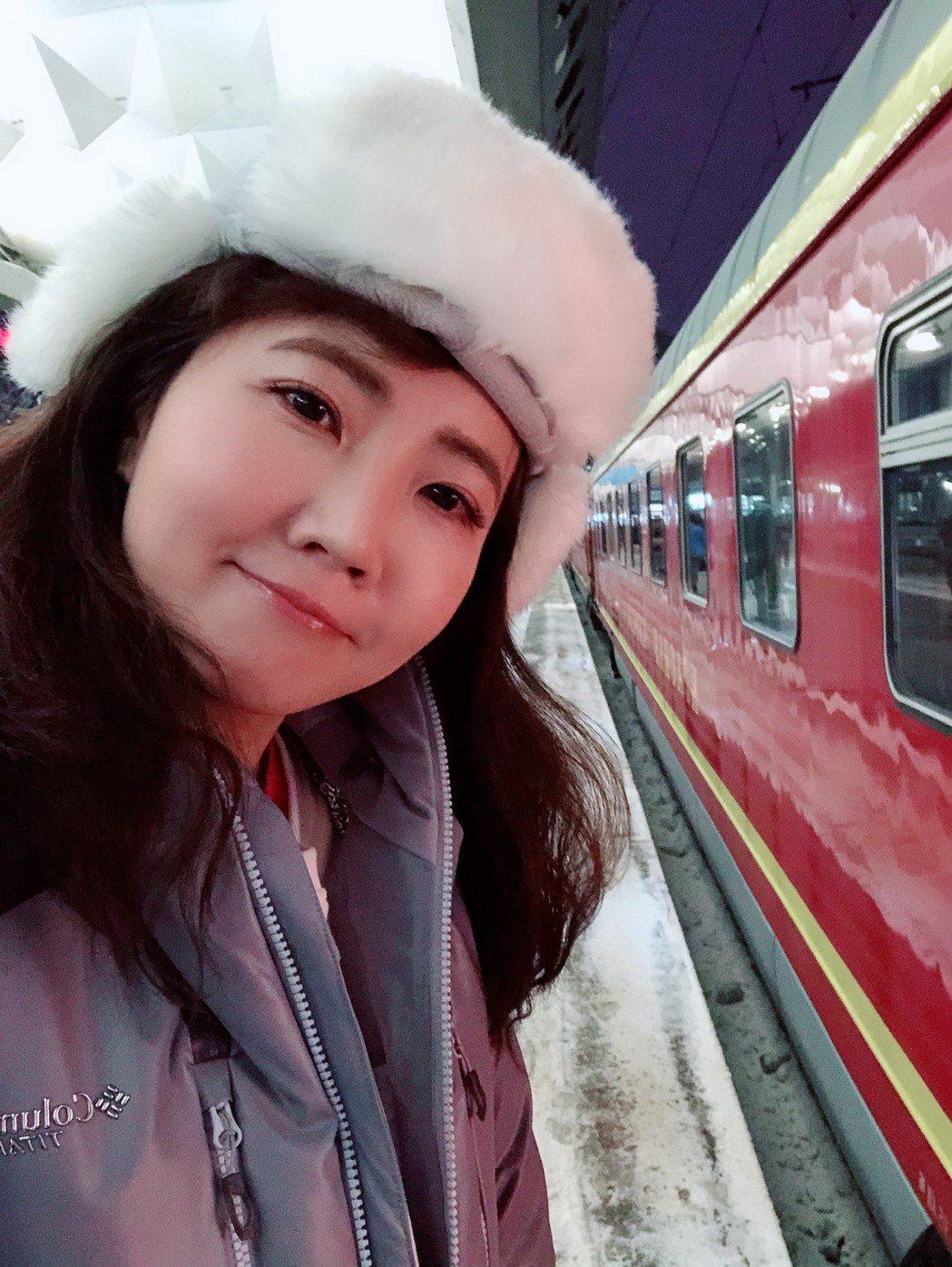 謝忻搭俄羅斯的臥舖火車。圖/經紀公司提供