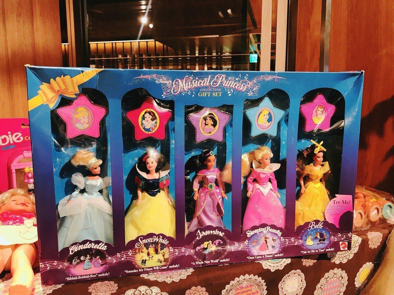 「古董王國」,1990年代推出20cm特小版Musical Princess C...