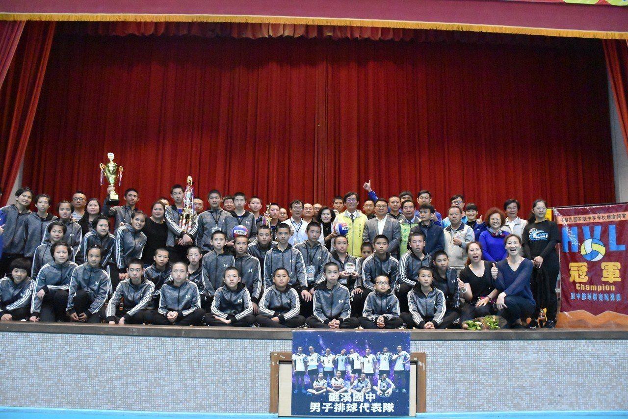 宜蘭縣礁溪國中拿下107學年度國民中學排球甲級聯賽總冠軍,是宜蘭縣史上最好的成績...