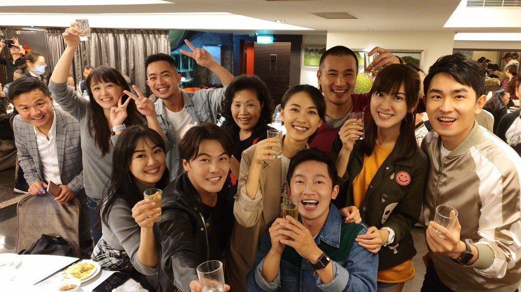 「苦力」演員出席殺青宴。圖/摘自臉書