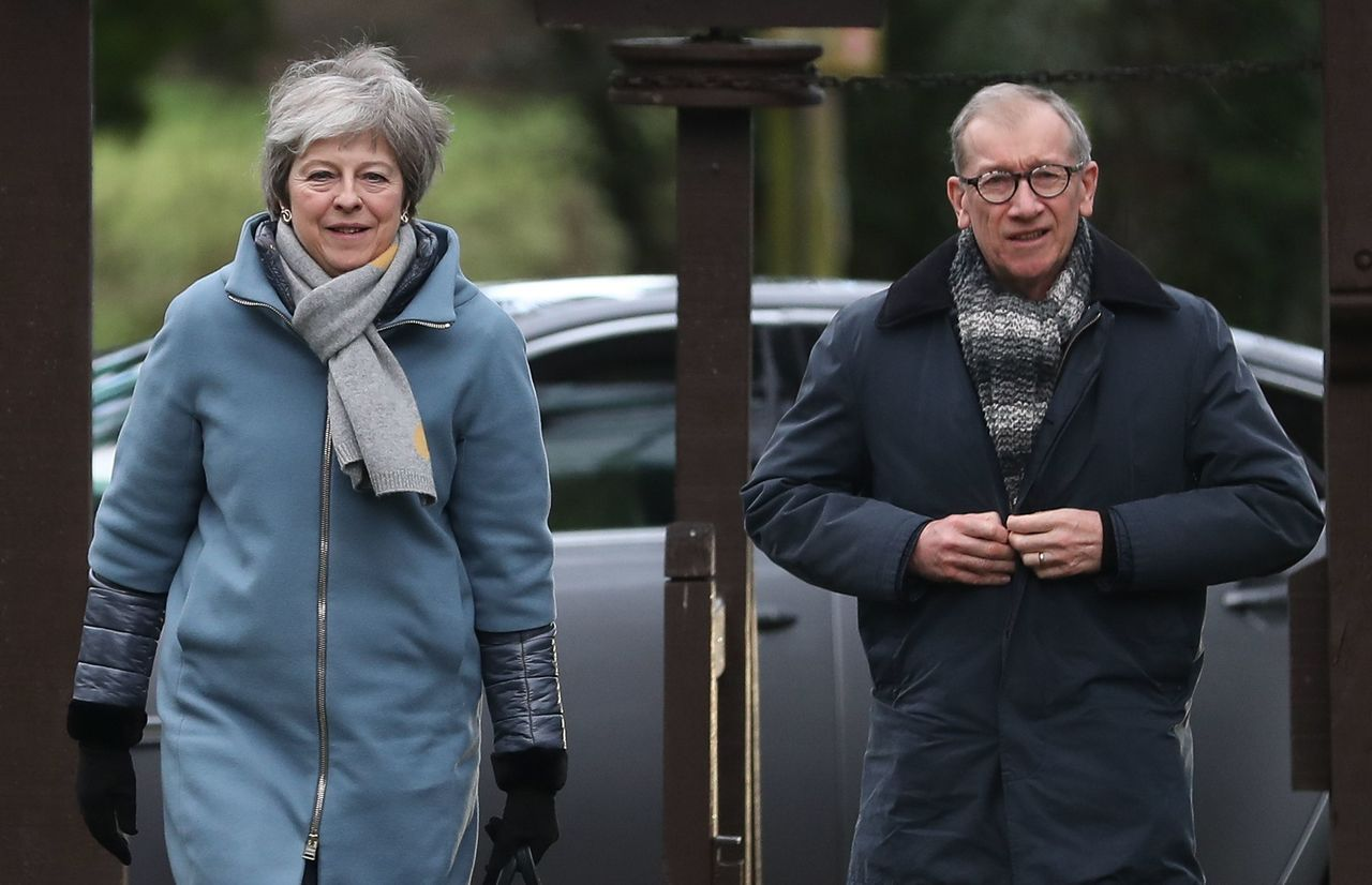 英國首相梅伊(左)的先生菲利浦(右)很少出現在國會,除非梅伊遇到麻煩。法新社