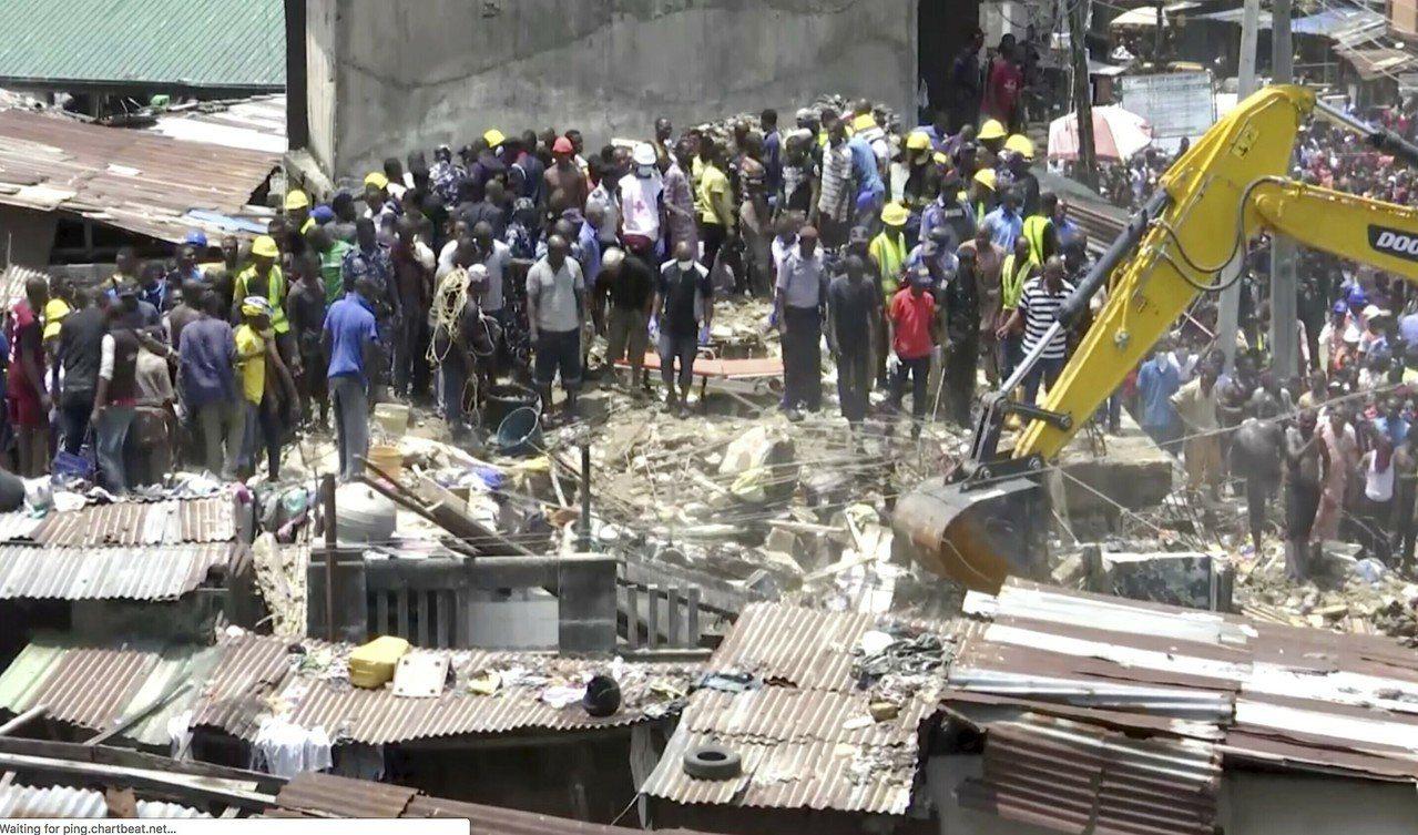 奈及利亞拉哥斯一棟房舍13日坍塌。美聯社