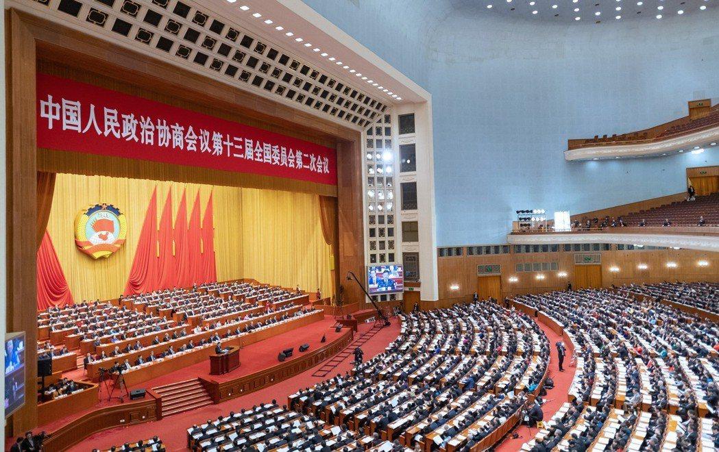 大陸全國政協十三屆二次會議3月3日至13日在北京舉行,香港政協委員凌友詩高八度的...
