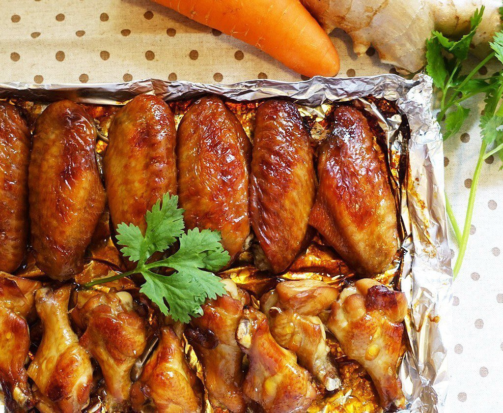 烤得焦香的雞翅,讓人吮指回味。圖/太陽臉
