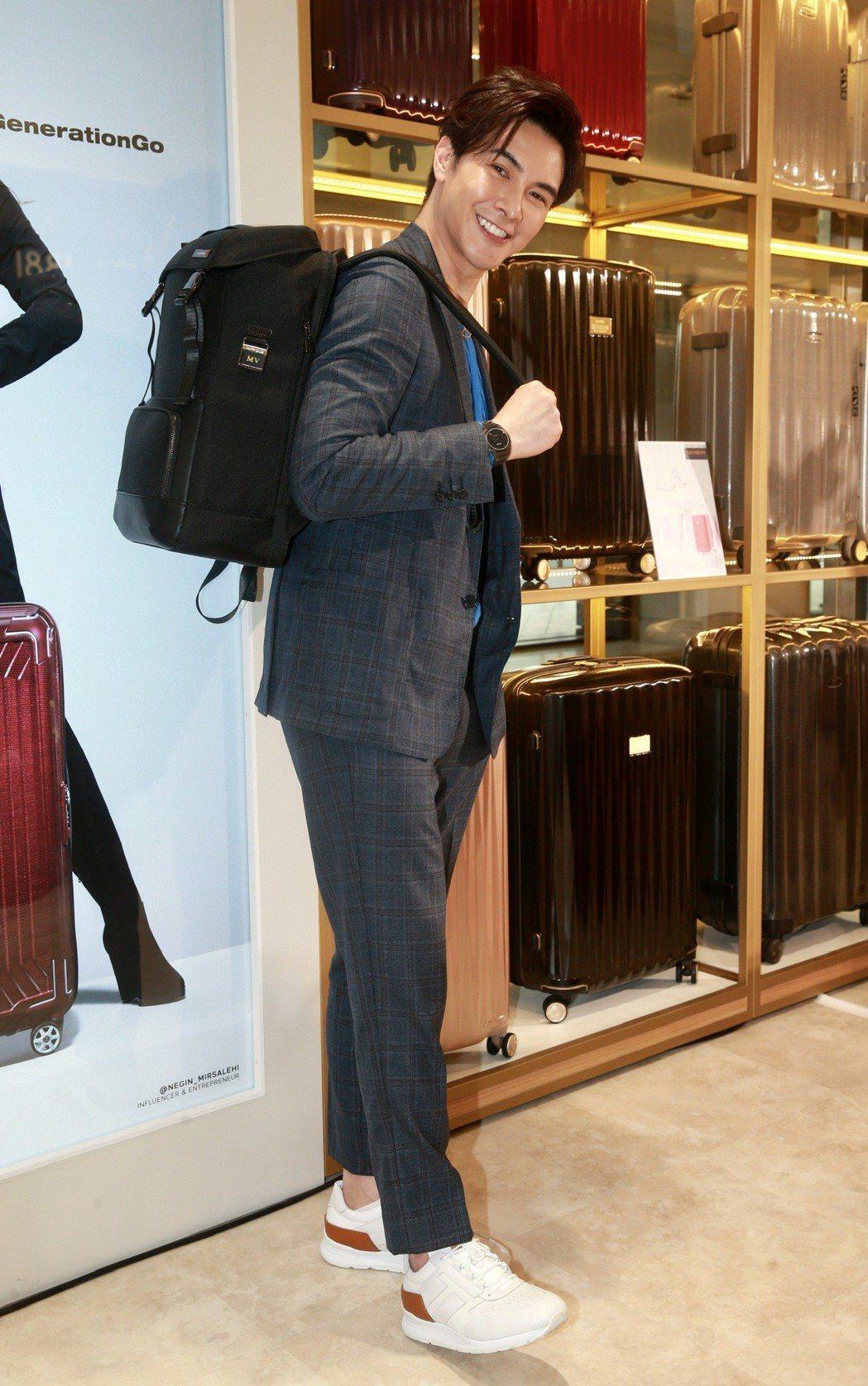 謝佳見為知名行李箱品牌代言,並擔任一日店長。記者黃義書/攝影