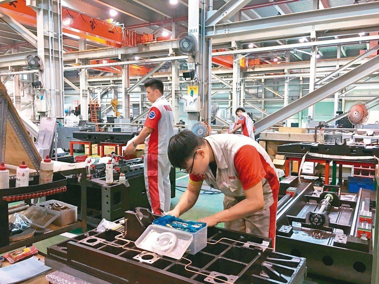 經濟部提出產業外勞外展試辦計畫,供彰濱工業區內廠商因應急單缺工之用。 圖/聯合報...