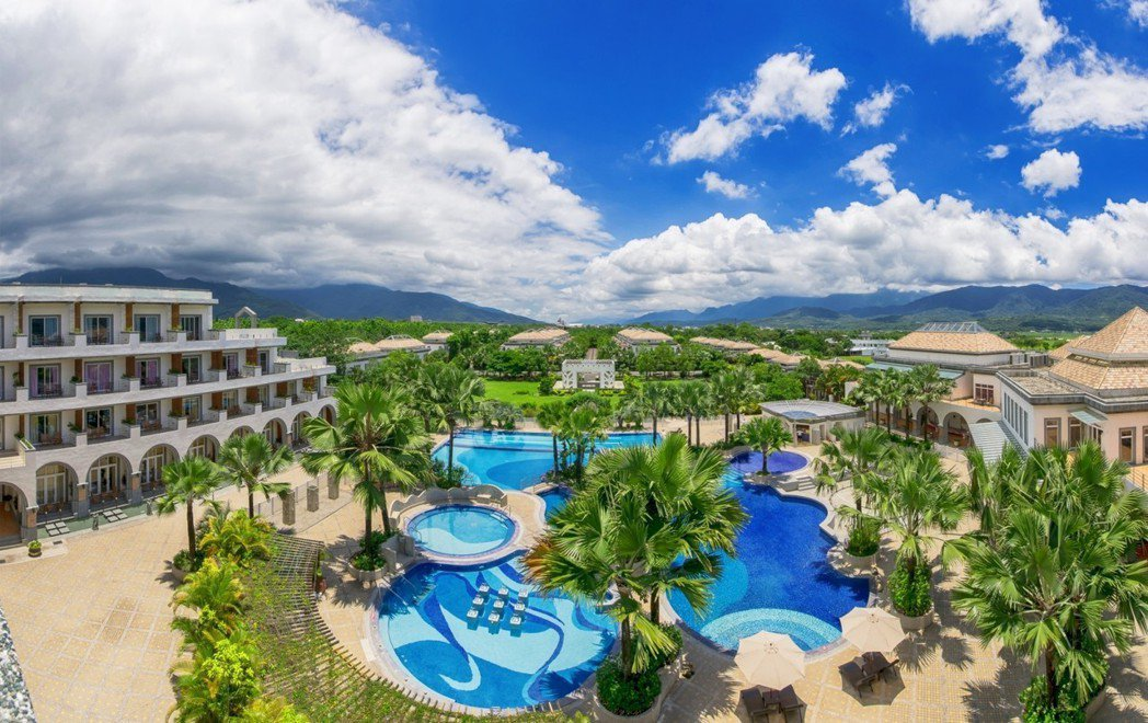 日暉全貌,也是池上唯一五星溫泉渡假飯店,盡享VILLA、溫泉、冷泉、稻香、森林浴...