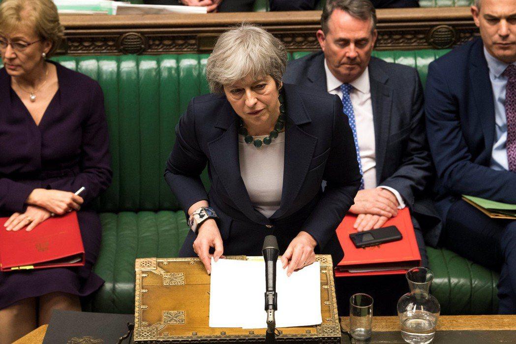 英國國會今天下午以412票贊成、202票反對,通過延長里斯本條約第50條,確定3...