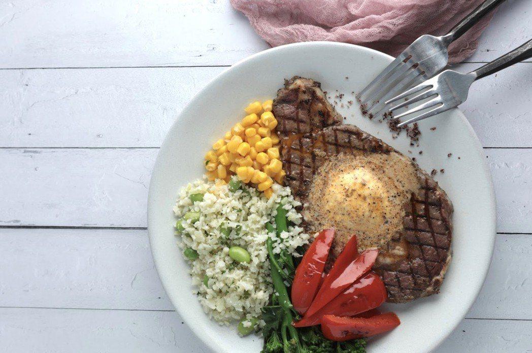 有了「草飼奶油沙朗牛排」調理包,健身族群在家不挨餓也能吃出健康。 GREEN&S...