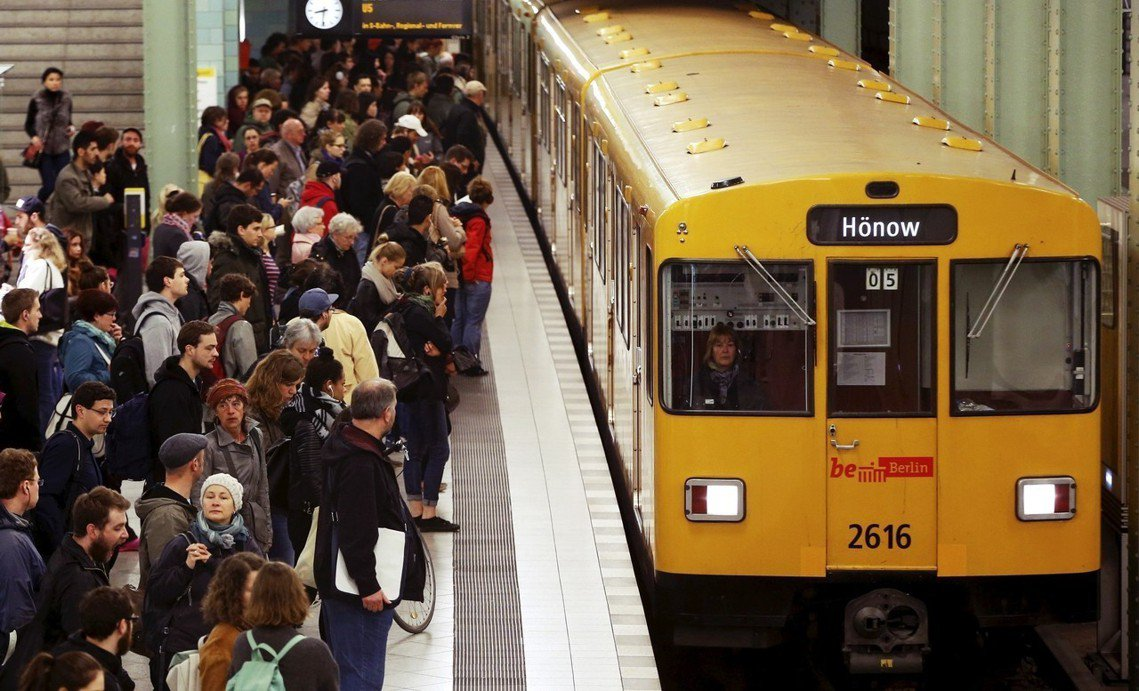 3月18日即將到來的「同酬日」,柏林地鐵將限定販售「女人票」(Frauentic...
