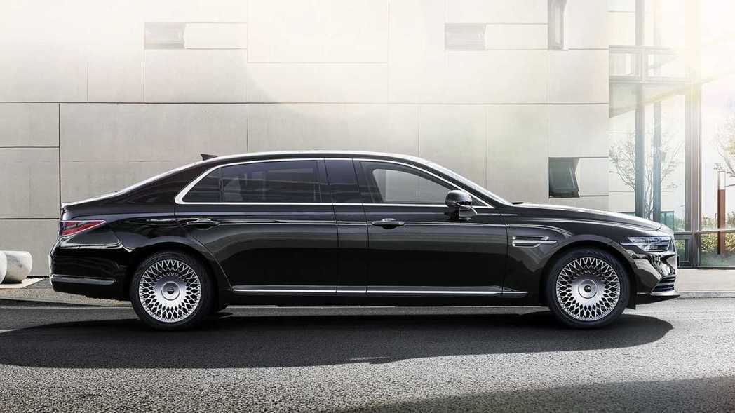 小改款Genesis G90 Limousine車長將近5.5米。 摘自Gene...
