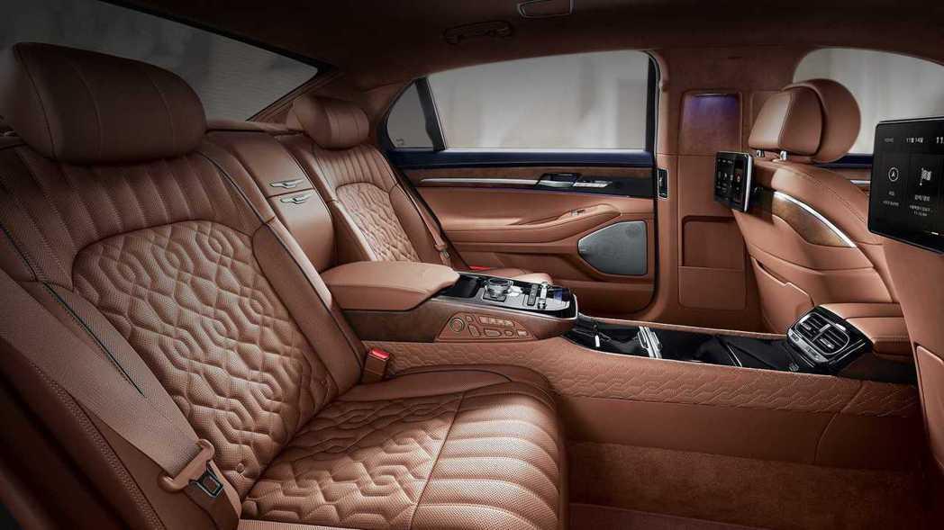 小改款Genesis G90 Limousine內裝。 摘自Genesis