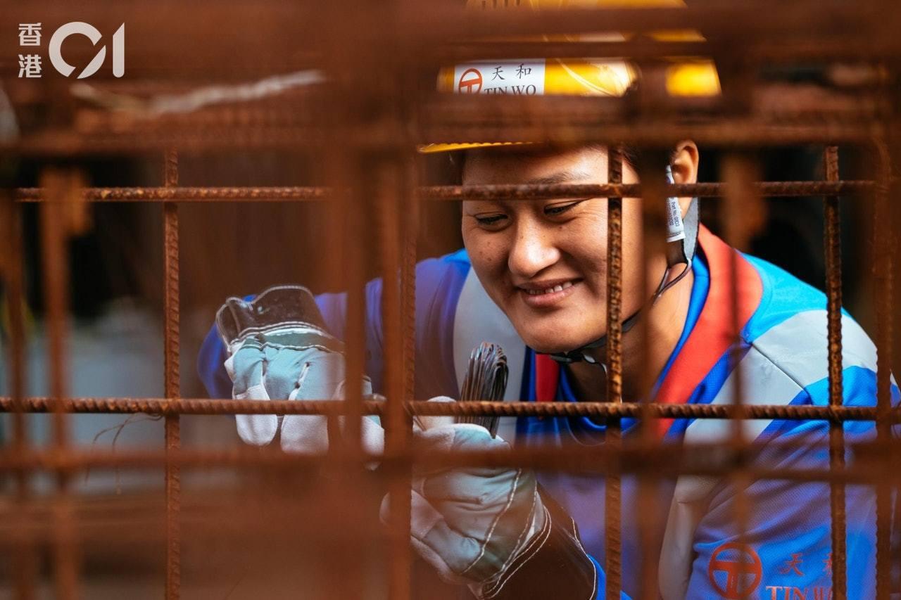 王莉從街坊及朋友口中得知,工地工作中以紮鐵的人工最為可觀,便到建造業議會報讀相關...