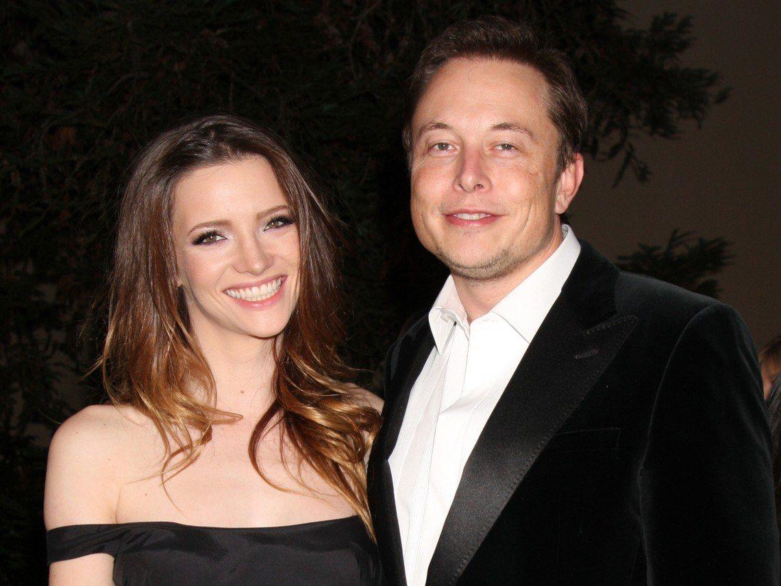 圖左為馬斯克第二任妻子英國演員萊莉(Talulah Riley)。圖片提供/今周...