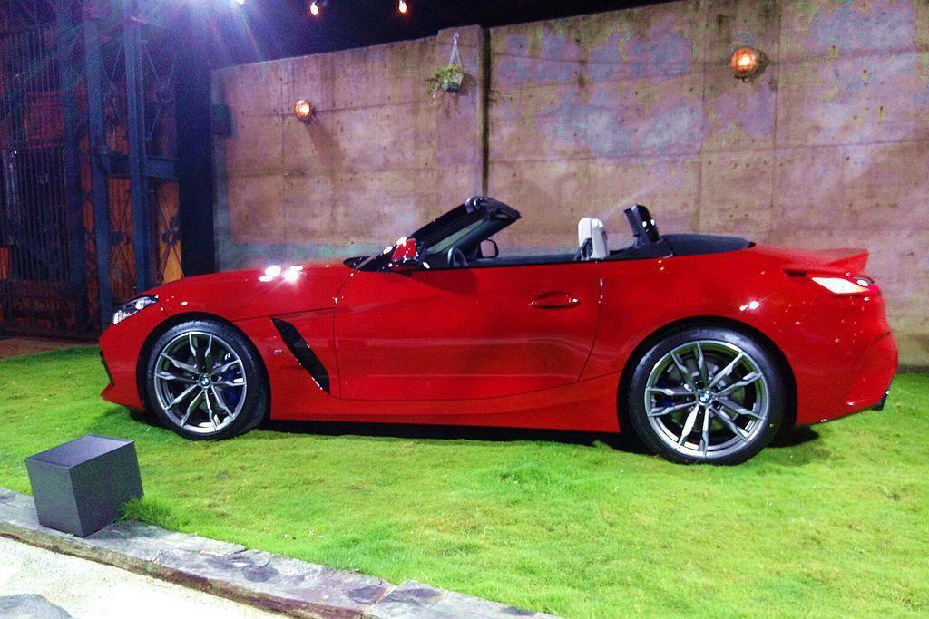 新世代BMW Z4只需要10秒內就完成開/關蓬動作,並於車輛時速時速50km/h...