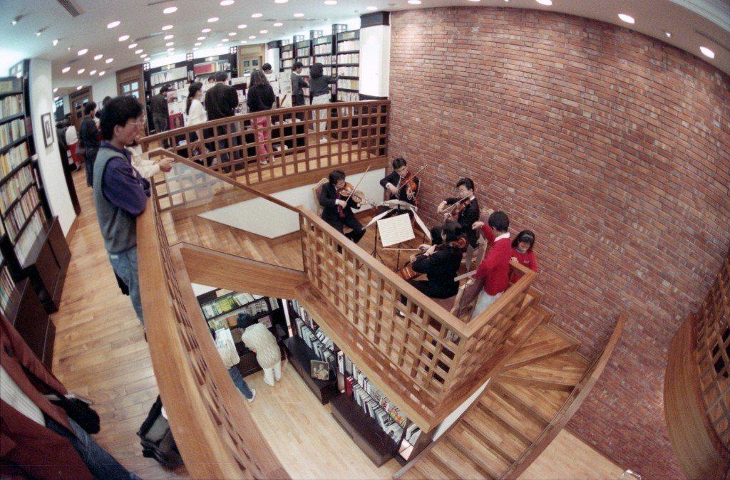 1989年3月12日,甫開幕的誠品書店店內一景。 圖/聯合報系資料照