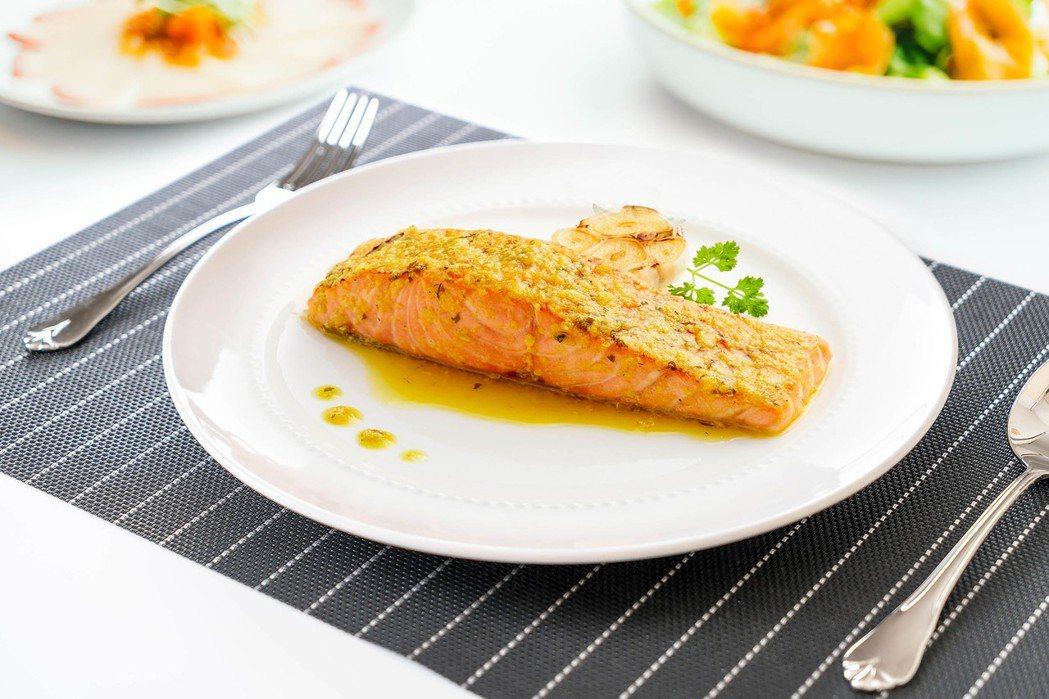 美威推出精選鮭魚菲力輕鬆烤系列。 美威鮭魚/提供