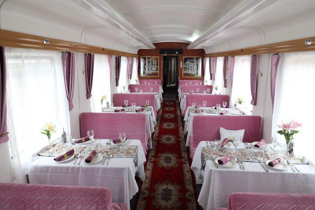 「香格里拉專列」等於海上的郵輪、天上的私人飛機,過去是招待外賓專用的列車,也是國...