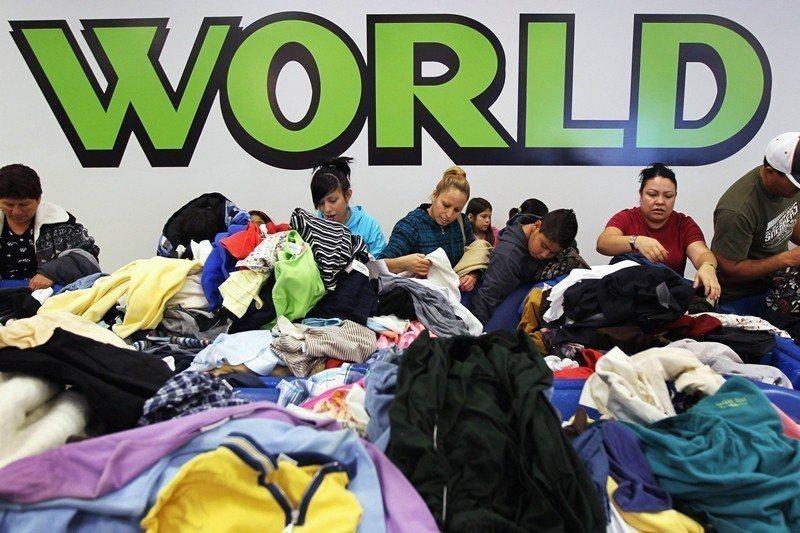 圖為美國慈善舊衣回收中心Goodwill store。 圖/法新社