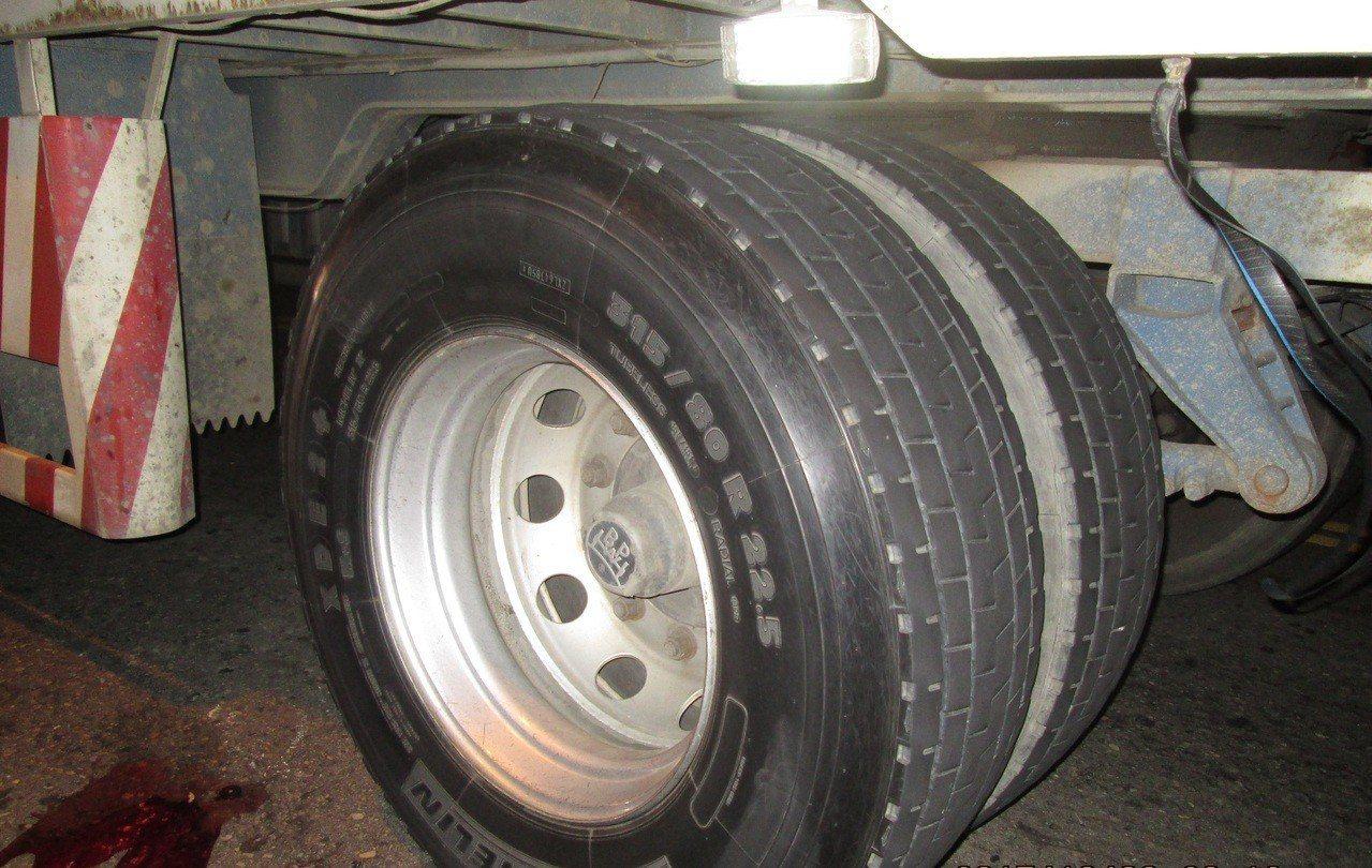 大貨車車輪,圖為情境照,與實際事件無關。本報資料照片