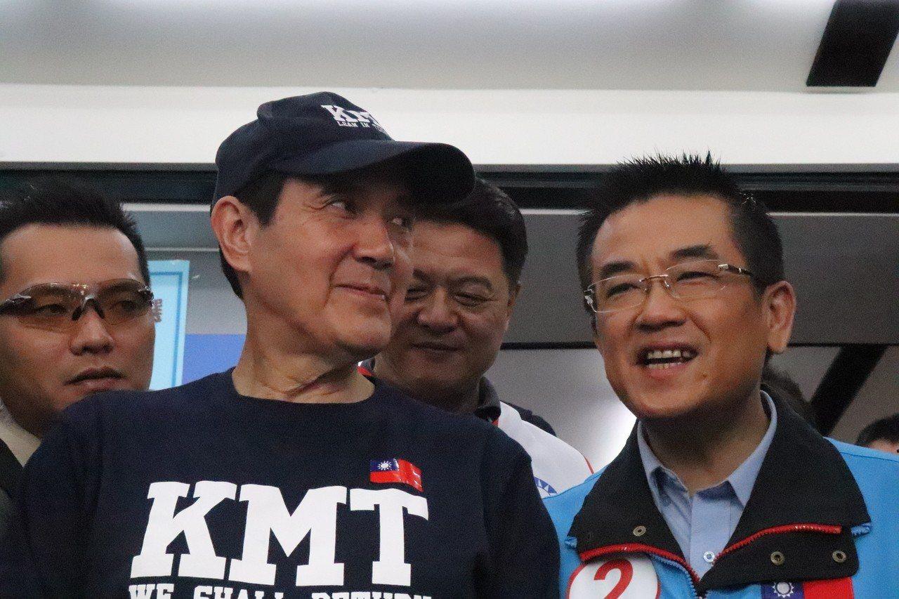 馬英九及周錫偉今到鄭世維總部幫忙輔選,拉抬人氣。記者胡瑞玲/攝影