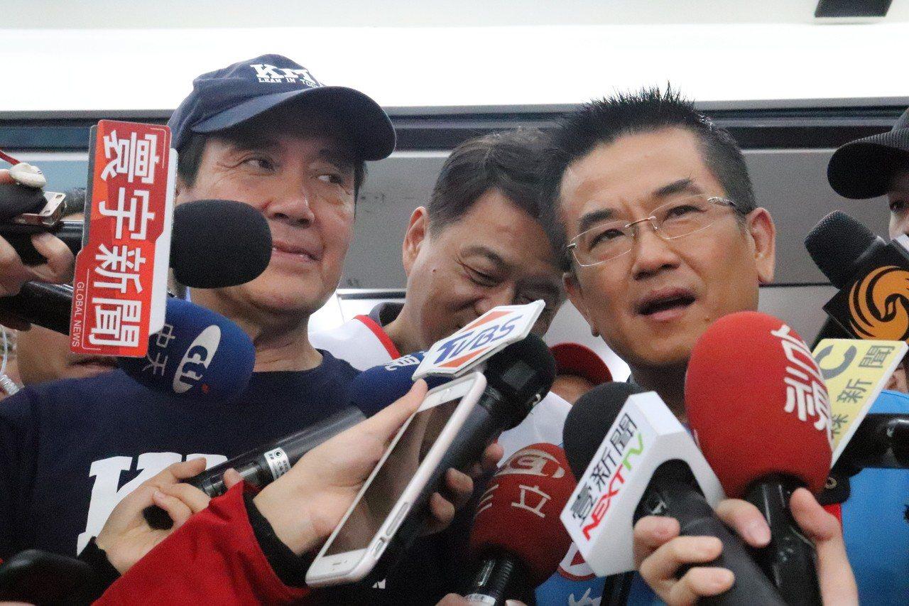 馬英九及周錫瑋今到鄭世維總部幫忙輔選,拉抬人氣。記者胡瑞玲/攝影