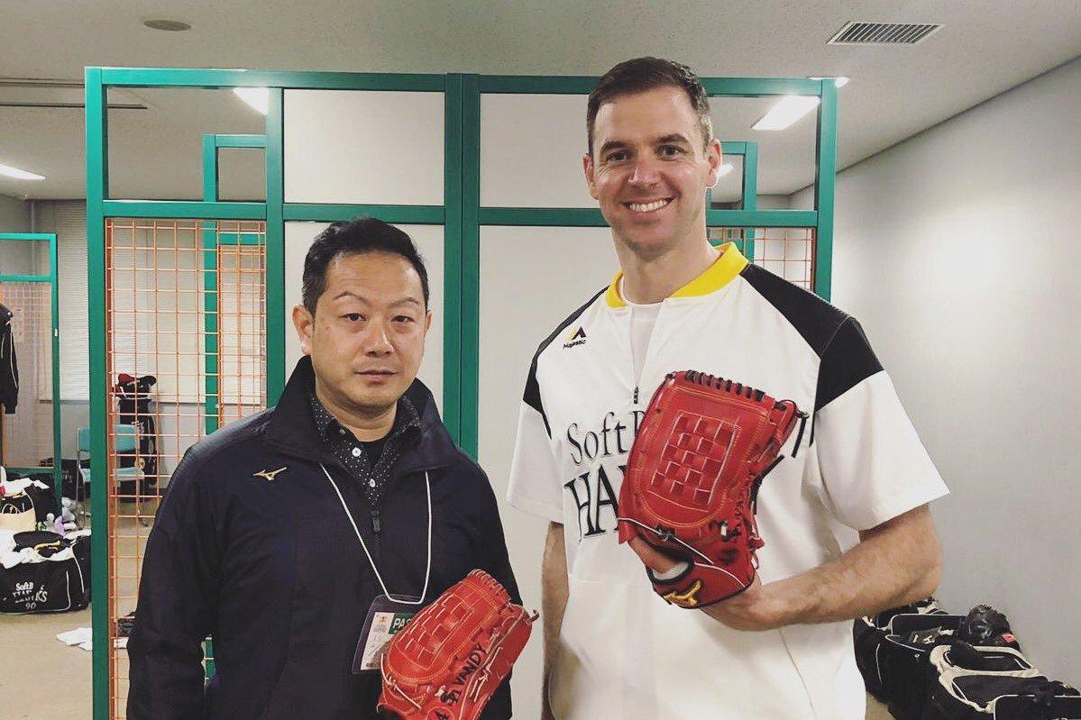 軟銀球員先發投手范登賀克(右)。擷圖自范登賀克推特