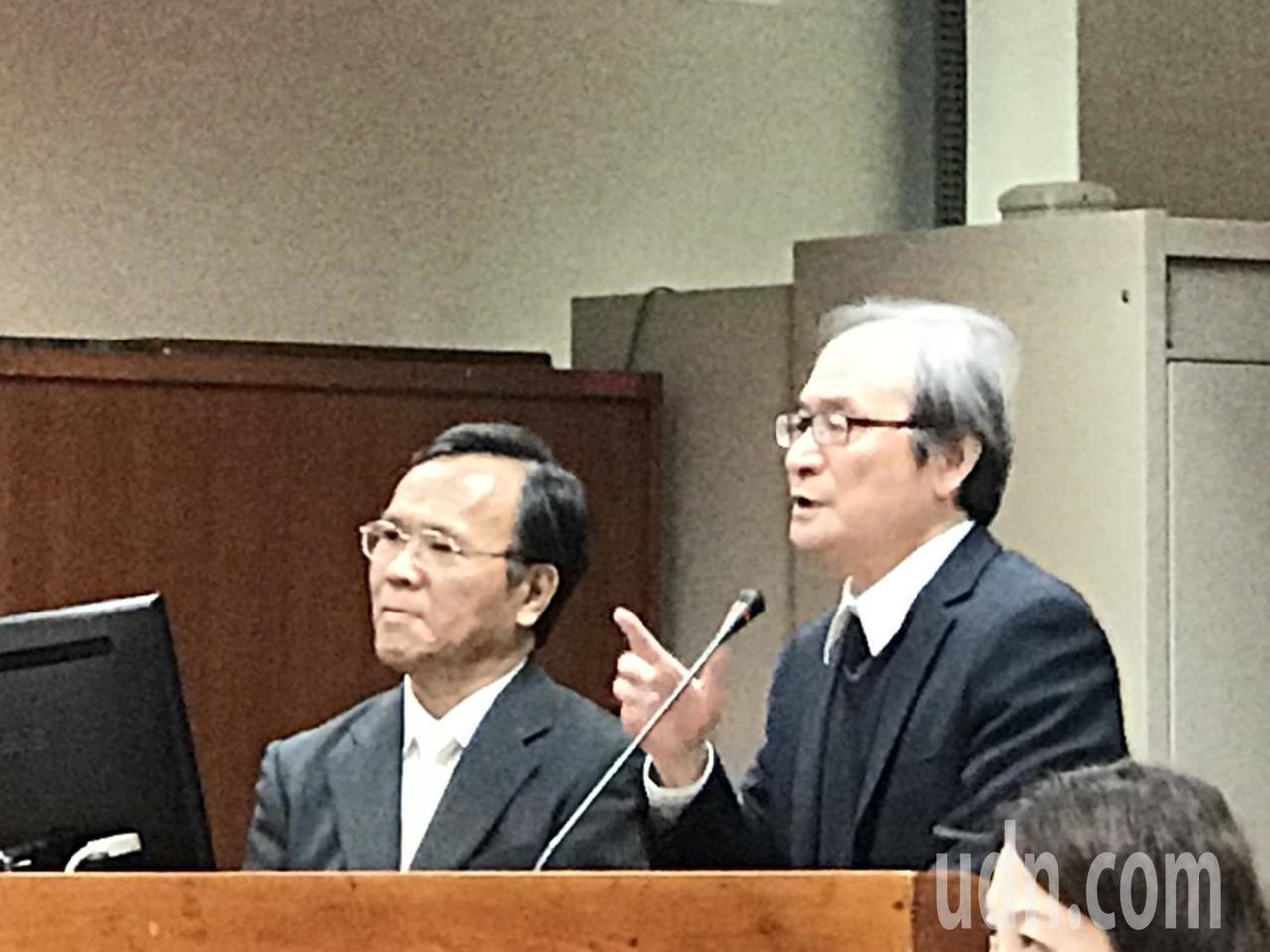 立法院教育文化委員會邀請原能會主委謝曉星(右)業務報告並備質詢。記者馮靖惠/攝影