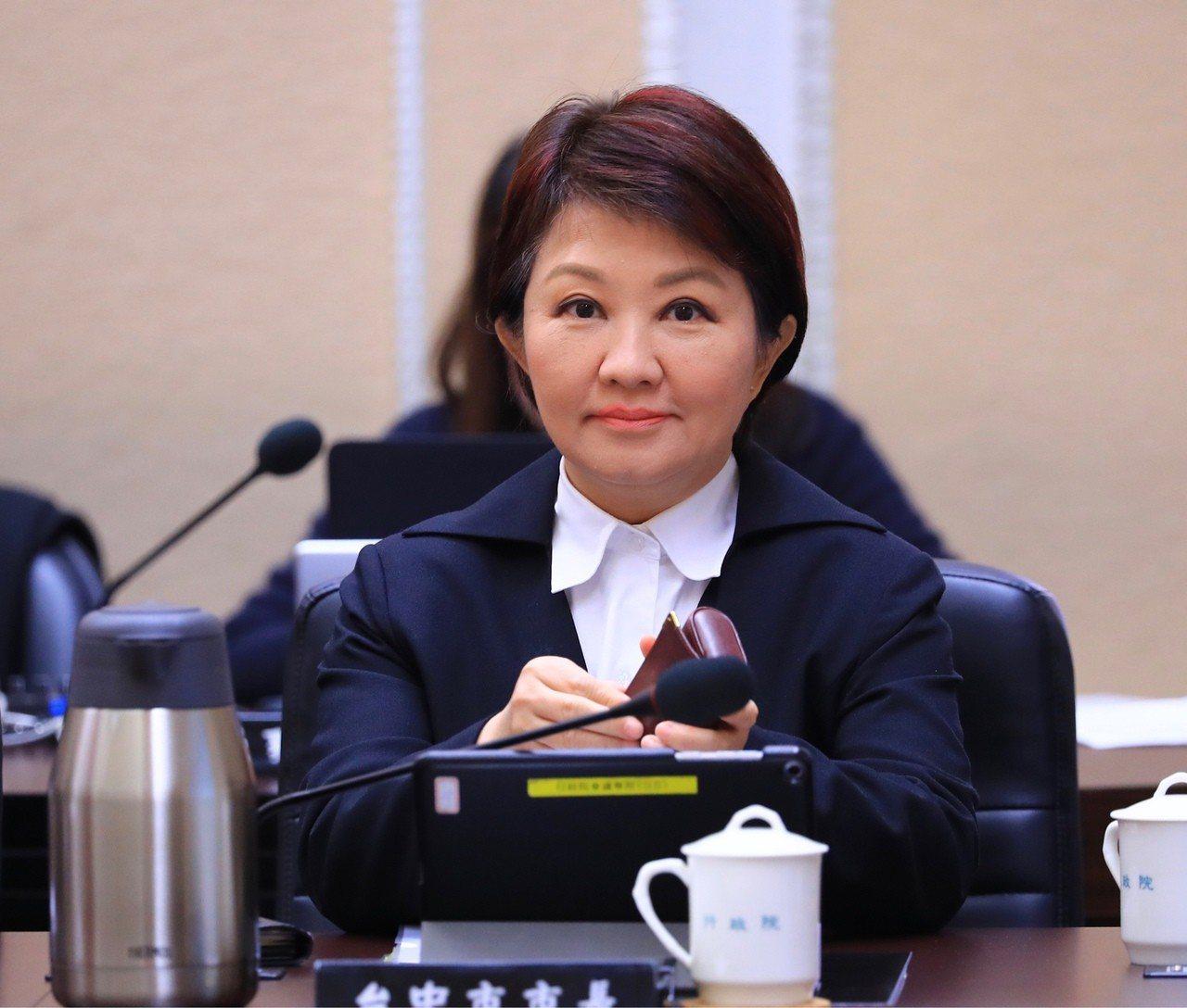 台中市長盧秀燕今出席行政院會,再次表達「拆除中火部分機組」的請求。行政院長蘇貞昌...