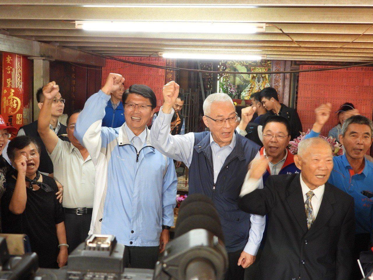 吳敦義為謝龍介站台,高呼當選。記者周宗禎/攝影