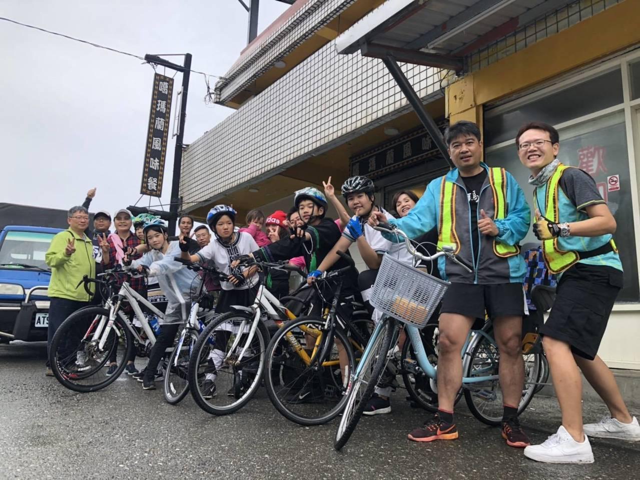 新社國小應屆畢業生舉辦路跑及跨騎活動。圖/新社國小提供