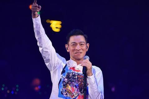 劉德華去年在香港展開「My Love Andy Lau World Tour」世界巡演,其中7場因病取消,顧慮到歌迷的感受,目前一方面接受觀眾退票,他也積極爭取檔期,希望能順利補場成功。至於其他地方...