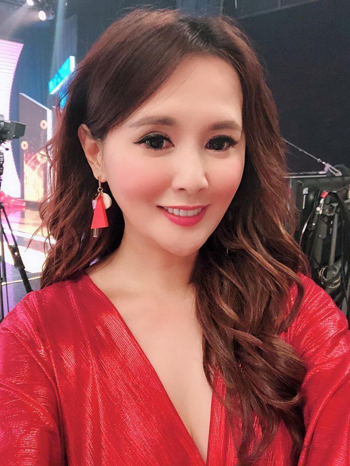 台語女歌手楊靜外型姣好。圖/摘自臉書