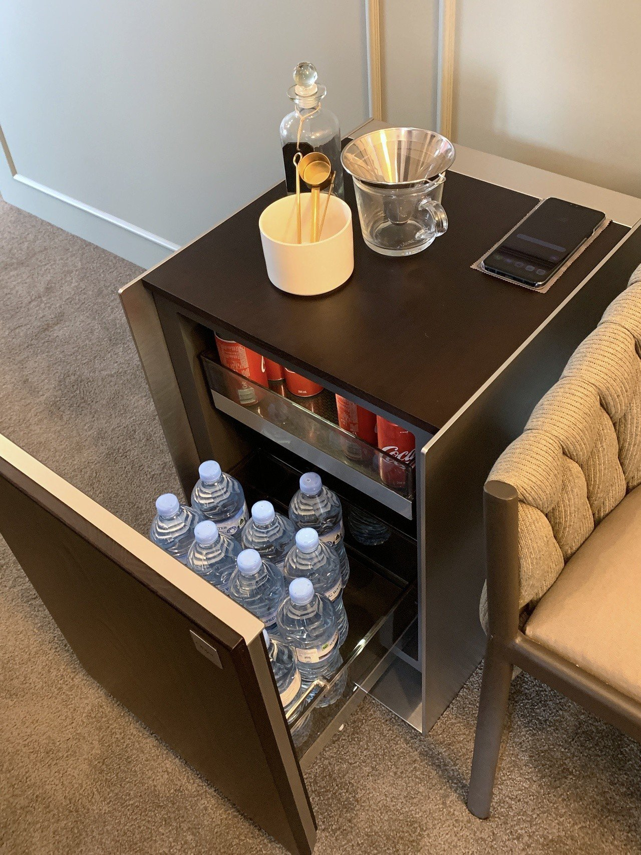 LG Objet系列冰箱,可存放飲料、保養品。記者黃筱晴/攝影