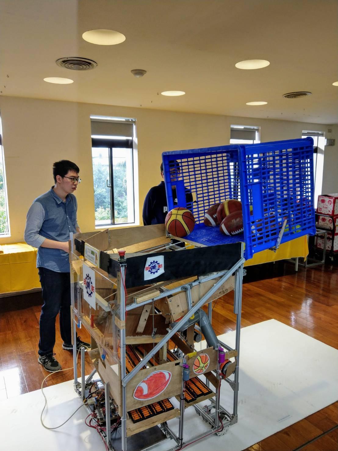 TDK盃全國大專校院創思設計與製作競賽去年遙控組冠軍、明新科大機械系Monste...
