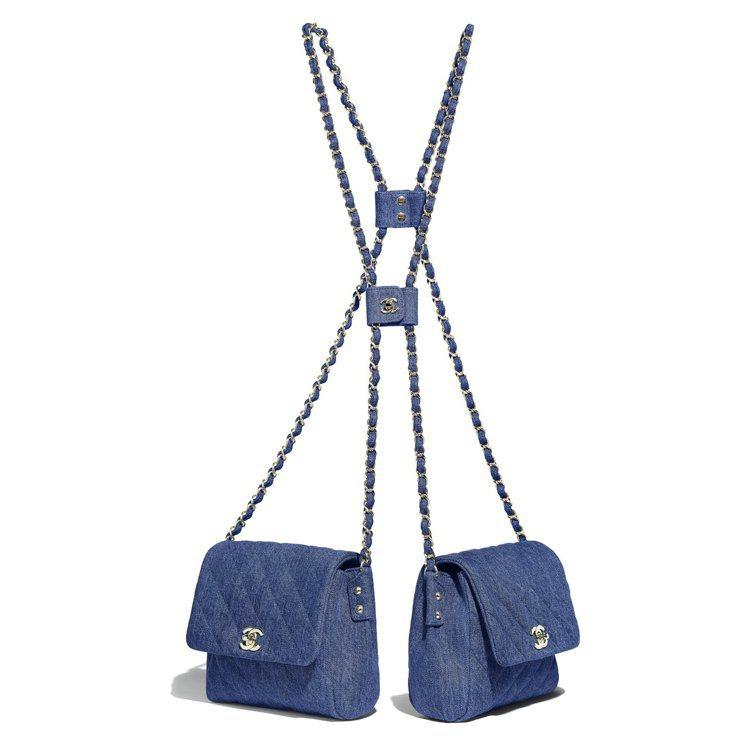 深藍色丹寧釦式鍊帶雙包,19萬2,900元。圖/香奈兒提供