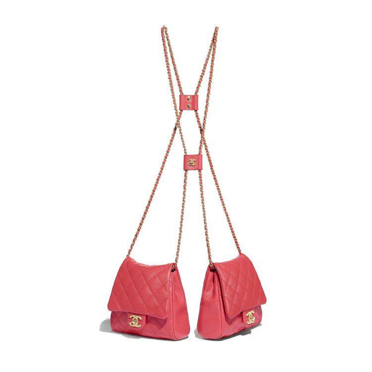 珊瑚橘釦式小款鍊帶雙包,21萬6,800元。圖/香奈兒提供