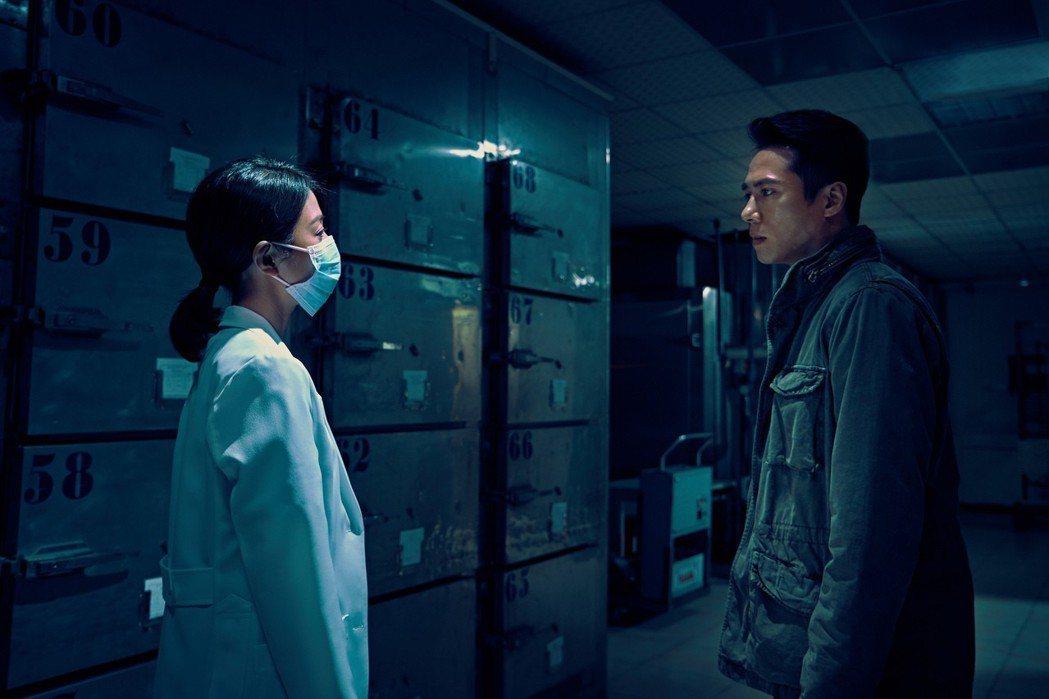 莊凱勛(右)與邵雨薇對戲。圖/華映娛樂提供