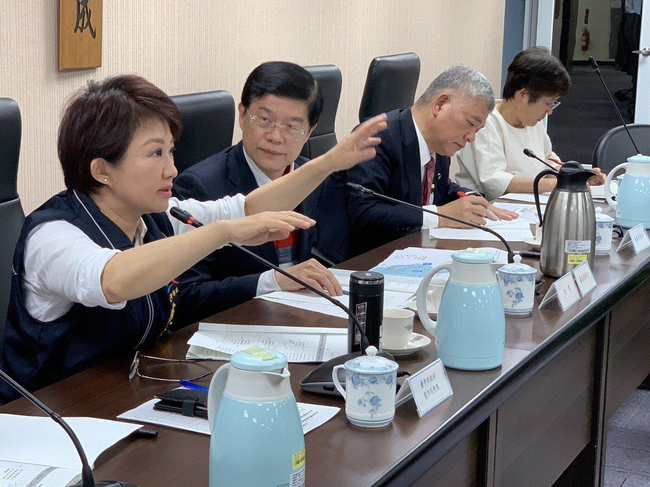 立法院財政委員會今天到台中針對前瞻建設進行地方考察,財政委員會是盧秀燕的「娘家」...