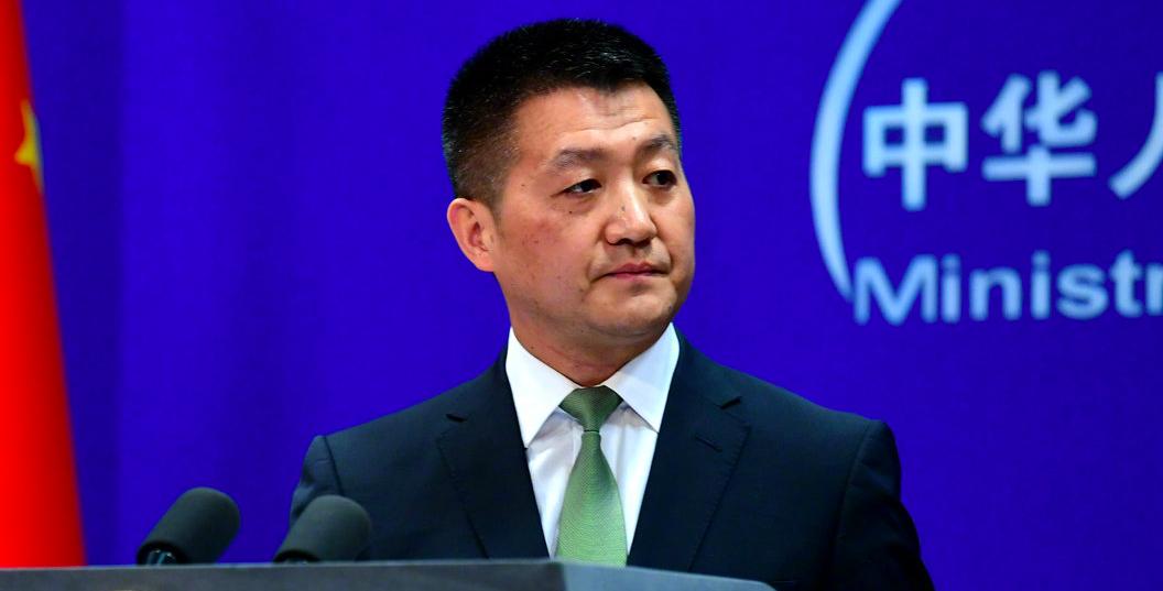 中共外交部發言人陸慷指出,美國要停止利用人權干涉中國內政。(央視新聞微博照片)