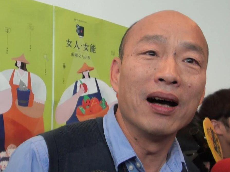 高雄市長韓國瑜說為了集結讓高雄人賺錢的意志和念力,他常請想跟他拍照的市民喊一聲「...