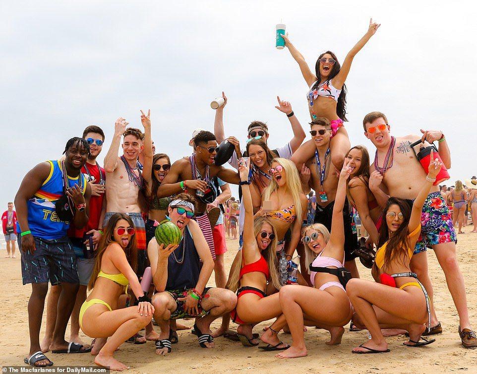 美國大學春假(Spring Break)登場,大學生湧入美國南方溫暖的海邊,喝酒...