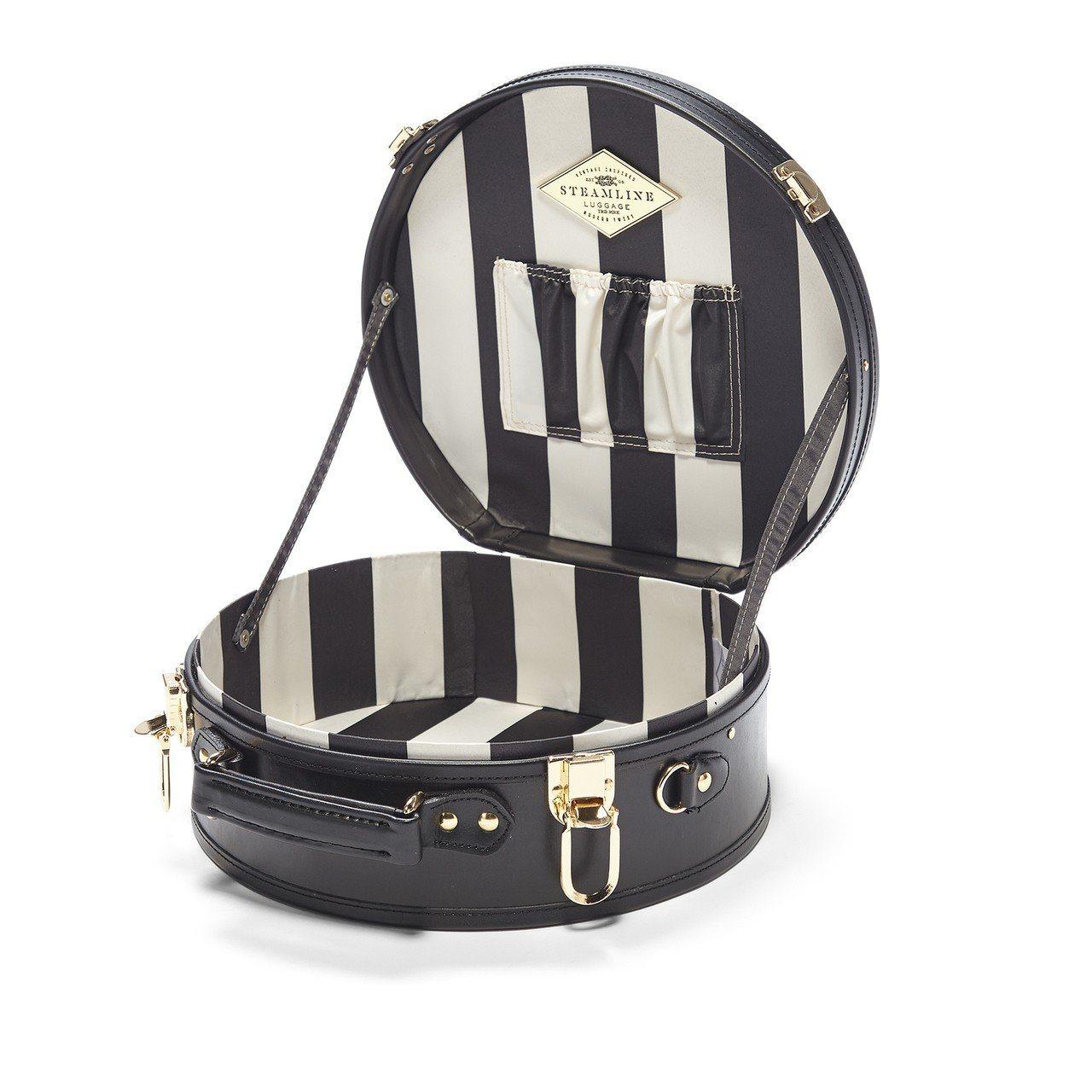 與奢華旅行品牌Steamline Luggage合作的專屬限定系列,黑色皮革映襯...